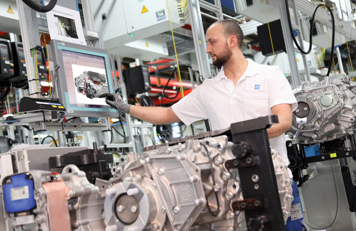 07 ZF Industry 40 - Transmission Assembly 1