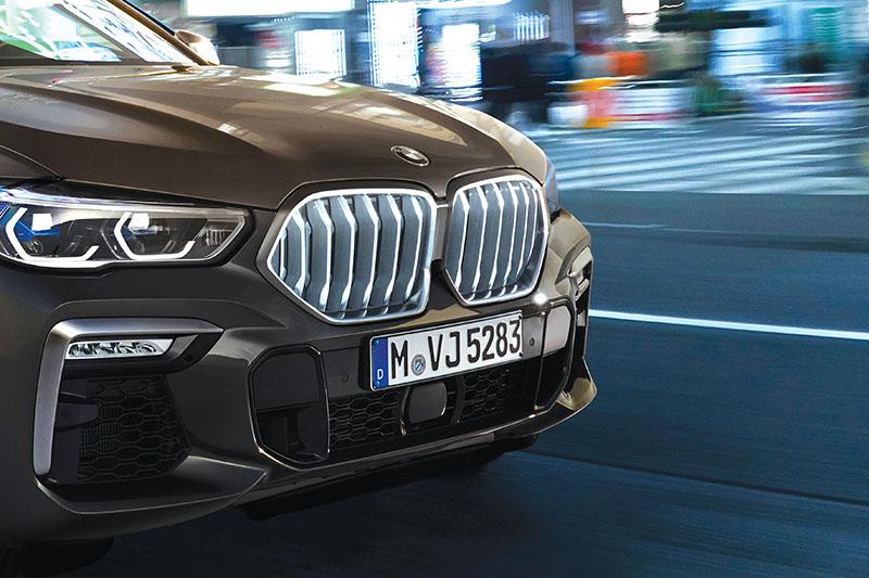 2020.01.27 HELLA PM05 BMW X6 Illuminated radiator grille 1 c BMW AG